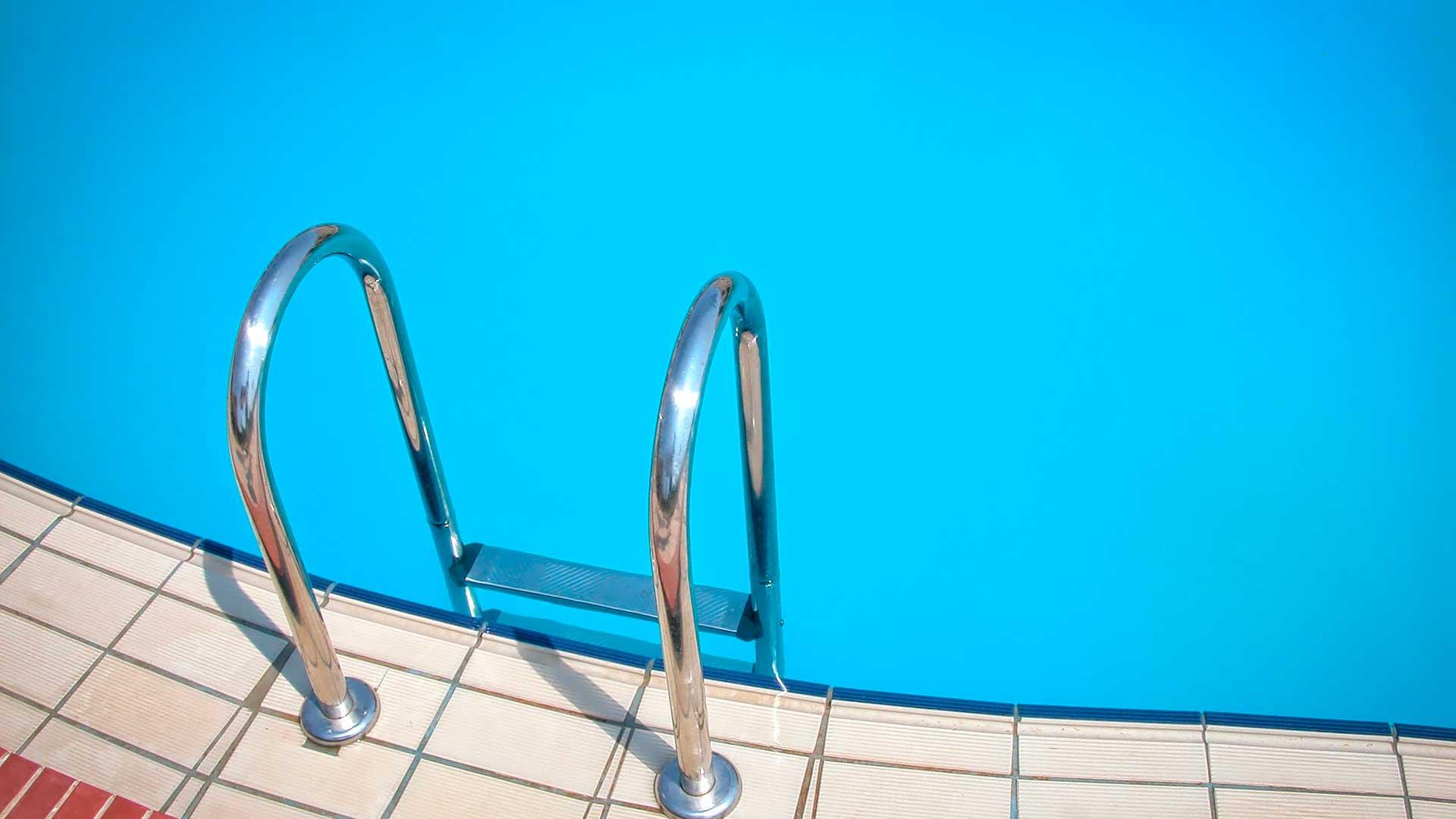 Las ventajas de la fibra de vidrio para la construcción de piscinas