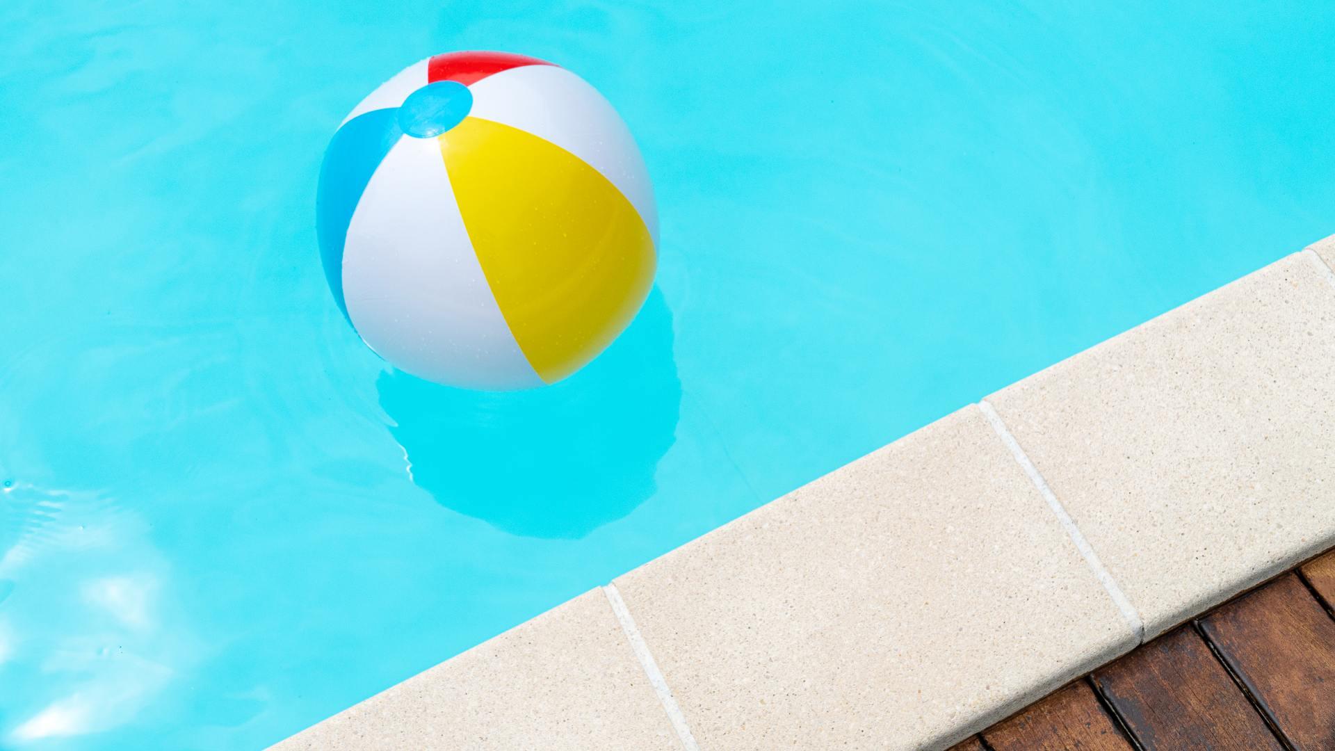 ¿Piscina de poliéster o piscina desmontable?
